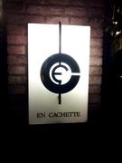 EN CACHETTE8.jpg